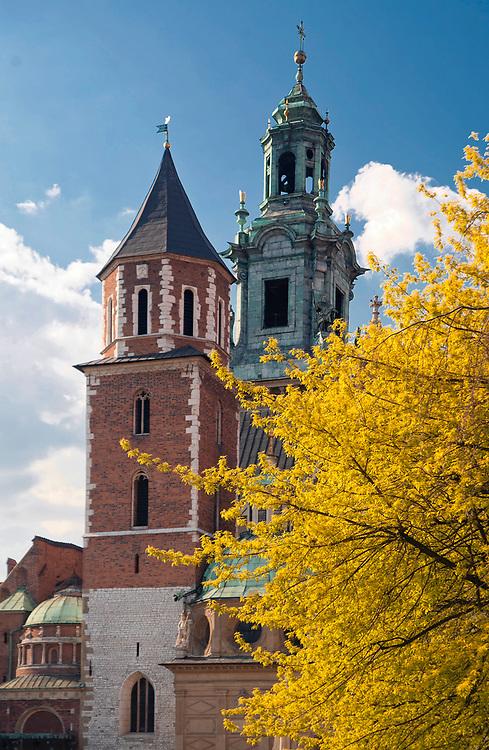 Wieża Srebrnych Dzwonów, zw. także Wikaryjską - jedna z wież katedry wawelskiej<br /> Silver Bell Tower, also Wikary - one of the towers of the Wawel Cathedral, Cracow, Poland