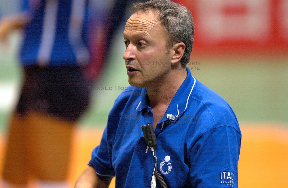 17-06-2000 JAP: OKT Volleybal 2000, Tokyo<br /> Nederland - Italie 2-3 / Angelo Frigoni