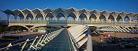 Portugal, Lisbonne, Parque das Nações (Parc des nations), Gare do Oriente (gare de l'Orient) dessinée par Santiago Calatrava et construite par Nesco pour l'exposition universelle de 1998  // Portugal, Lisbon, Parque das Nações, Park of Nations, Gare do Oriente or Oriente railway station, designed by par Santiago Calatrava and built by Nesco for the Universal Exhibition of 1998