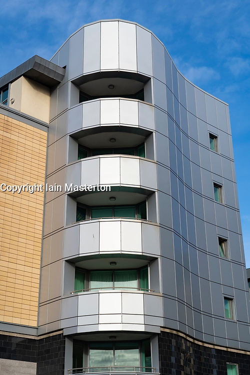 Edinburgh, Scotland, UK. 31January 2020.  Surveyors state that new build housing developments in Scotland are as risky as Grenfell for fire hazards. As well as insufficient fire breaks built into cavity walls, the use of combustible aluminium cladding to the exterior of modern apartment buildings is a great cause for concern for homeowners. Pic; Aluminium cladding on exterior of apartment building in Western Harbour residential district in Leith. Iain Masterton/Alamy Live News