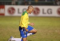 21/07/04 - LIMA - PERU - COPA AMERICA PERU 2004 - AMERICAN CUP - semifinal match.<br /> BRASIL - BRAZIL win by penalty over  URUGUAY - <br />Brazilian N*10 ALEX celebrating his penalty goal. The last form Brazil.<br />© Str. / Argenpress.com