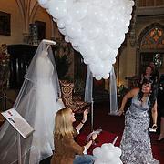 NLD/Haarzuilens/20120425 - Opening tentoonstelling Bruidjes van de Haar, Daphne Deckers en Linda Wagenmaker