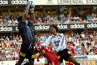 Fotball, eliteserien 08.08.2004, Rosenborg – Lillestrøm 4-1, Daniel Braaten, RBK og Emile Baron, LSK<br /><br />Foto: Carl-Erik Eriksson, Digitalsport