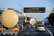 Nederland, Rotterdam, 24-10-2008Op de ringweg van de havenstad staan veelvuldig files.Foto: Flip Franssen/Hollandse Hoogte