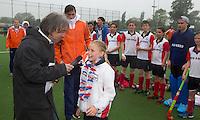 ABCOUDE - VOLVO JUNIOR CUP hockey . Abcoude C1 , met Alyson Annan als coach, en Heerhugowaard met Dave Smolenaars als coach,  strijden in Abcoude om de cup. Heerhugowaard wint met 3-1. De teams werden gesteund door spelers van Jong Oranje.  Edwin Alblas als speaker. COPYRIGHT KOEN SUYK