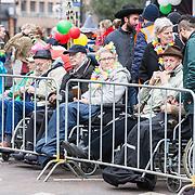 NLD/Eindhoven/20190302  - Romario bij carnavalsoptocht 2019 in Eindhoven, Ouderen in rolstoelen bekijken de carnavals optocht