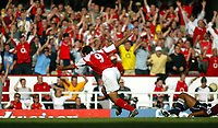 Fotball<br /> Premier League 2004/05<br /> Arsenal v Middlesbrough<br /> Highbury<br /> 22. august 2004<br /> Foto: Digitalsport<br /> NORWAY ONLY<br /> jose antonio reyes grabs the 4th and celebrates