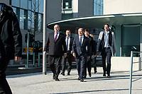 01 APR 2020, BERLIN/GERMANY:<br /> Peter Altmaier (L), CDU, Bundeswirtschaftsminister, und Olaf Scholz (R), SPD, Bundesfinanzminister, auf dem Weg zu einem Pressestament nach der Kabinettsitzung, vor dem Bundeskanzleramt<br /> IMAGE: 20200401-01-014