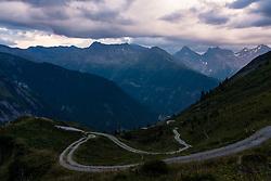THEMENBILD - Übersicht vom Pahlberg, Pahlhochalm auf die Gipfel der Schobergruppe mit Böses Weibl, Tschadinhorn, Schönleitenspitz, Glödis, Ganot und Hochschober im Abendlicht. Kals am Großglockner, Österreich am Montag, 20. August 2018 // Overview from Pahlberg, Pahlhochalm on the summits of the Schober group with Böses Weibl, Tschadinhorn, Schönleitenspitz, Glödis, Ganot and Hochschober in the evening light. Monday, August 20, 2018 in Kals am Grossglockner, Austria. EXPA Pictures © 2018, PhotoCredit: EXPA/ Johann Groder