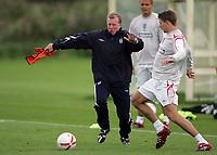 Photo: Paul Thomas.<br /> England training at Carrington. 30/08/2006. <br /> <br /> Steve McClaren (L) and Steven Gerrard.