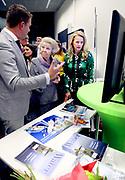Prinses Beatrix en Prinses Mabel bij uitreiking vierde Prins Friso Ingenieursprijs. Deze vindt plaats op de 'Faculty of Science and Engineering' van de Rijksuniversiteit Groningen.  <br /> <br /> Princess Beatrix and Princess Mabel celebrates Prince Friso Ingenieursprijs at the award ceremony. This takes place at the 'Faculty of Science and Engineering' of the University of Groningen.<br /> <br /> Op de foto / On the photo:  Prinses Beatrix en Prinses Mabel /  Princess Beatrix and Princess Mabel