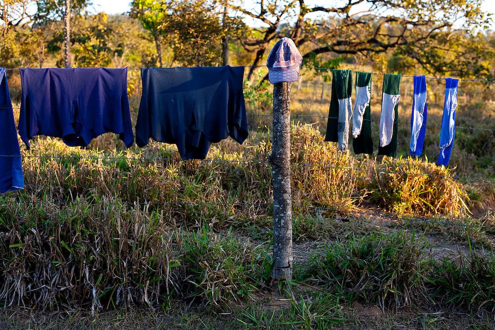 Inhauma_MG, Brasil...Roupa de jogadores futebol secando na cerca em Inhauma, Minas Gerais...The clothes of soccer players drying on the fence in Inhauma, Minas Gerais...Foto: LEO DRUMOND / NITRO