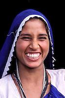 Inde - Rajasthan - Village des environs de Tonk - Rire de femme