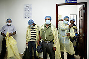 Pazienti dell'istituto privato Cruz Azul di Managua si preparano ad entrare in sala dialisi.<br /> 13 maggio  2016 . Daniele Stefanini /  OneShot
