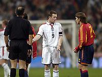Fotball<br /> Privatlandskamp<br /> Spania v England<br /> 17. november 2004<br /> Foto: Digitalsport<br /> NORWAY ONLY<br /> England's Wayne Rooney (C) protests his innocence to Spain's Michel Salgado