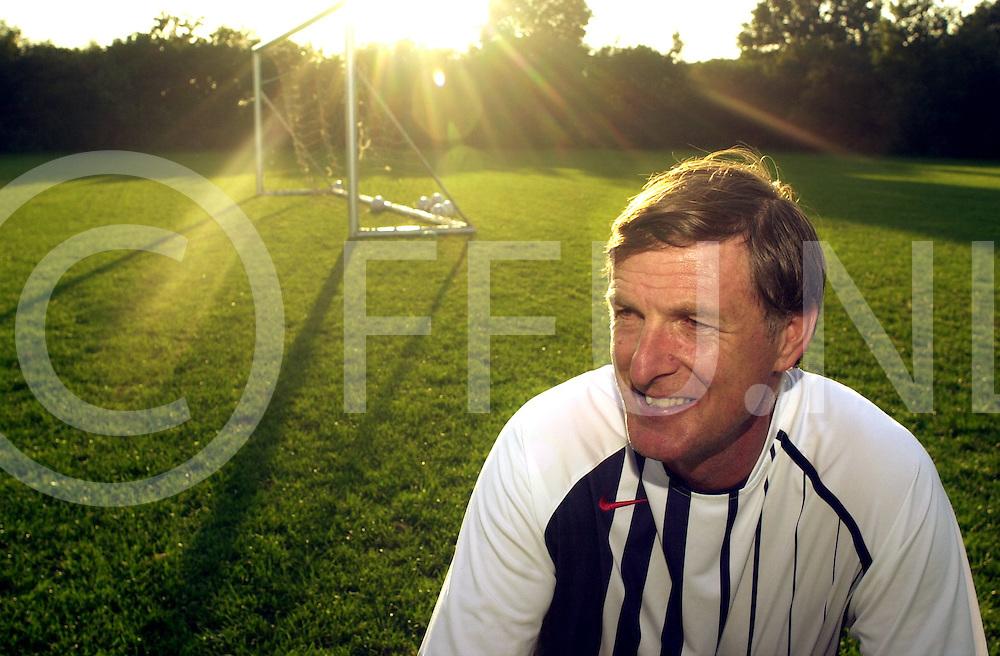 050830, vroomshoop, ned,<br />Trainer Jan Bosman voor het eerste seizoen bij voetbalvereniging Sportlust in Vroomshoop,<br />fotografie frank uijlenbroek©2005 michiel van de velde