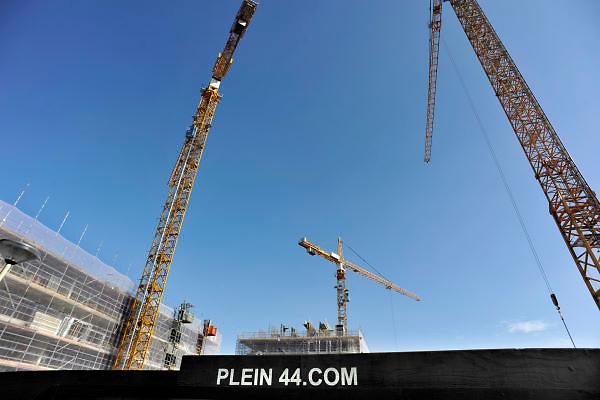 Nederland, Nijmegen, 7-9-2012Hijskranen, bouwkranen in de bouwput Plein 44 die geheel opnieuw wordt ingericht met parkeergarage en appartementen. Foto: Flip Franssen/Hollandse Hoogte