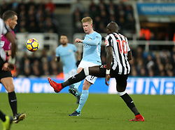 27 December 2017 Newcastle: Premier League Football - Newcastle United v Manchester City : Kevin De Bruyne of Man City chips a through ball behind the Newcastle defence.<br /> (photo by Mark Leech)