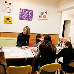 Atelier patchwork a La Chaumiere, Maison d'enfants à caractere social. Vilcey-sur-Trey (54), France. 10 mars 2010. Photo : Antoine Doyen