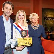 NLD/Amsterdam/20150430 - Uitreiking Mary Dresselhuys Prijs 2015, Conald Maas, winnares Anniek Pheifer en Petra Laseur