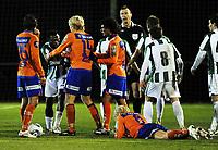 Fotball , 3. februar 2011 , Copa del Sol<br /> Aalesund - Karpaty Lviv<br /> <br /> <br /> Samson Godwin , KL fikk rødt kort . Her kjefter han på Fredrik Carlsen (liggende) , Aalesund