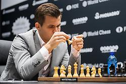 November 10, 2018 - London, GREAT BRITAIN - 181110 Magnus Carlsen of Norway ahead of round 2 of The FIDE World Chess Championship 2018 on November 10, 2018 in London. .Photo: Fredrik Varfjell / BILDBYRÃ…N / kod FV / 150158 (Credit Image: © Fredrik Varfjell/Bildbyran via ZUMA Press)