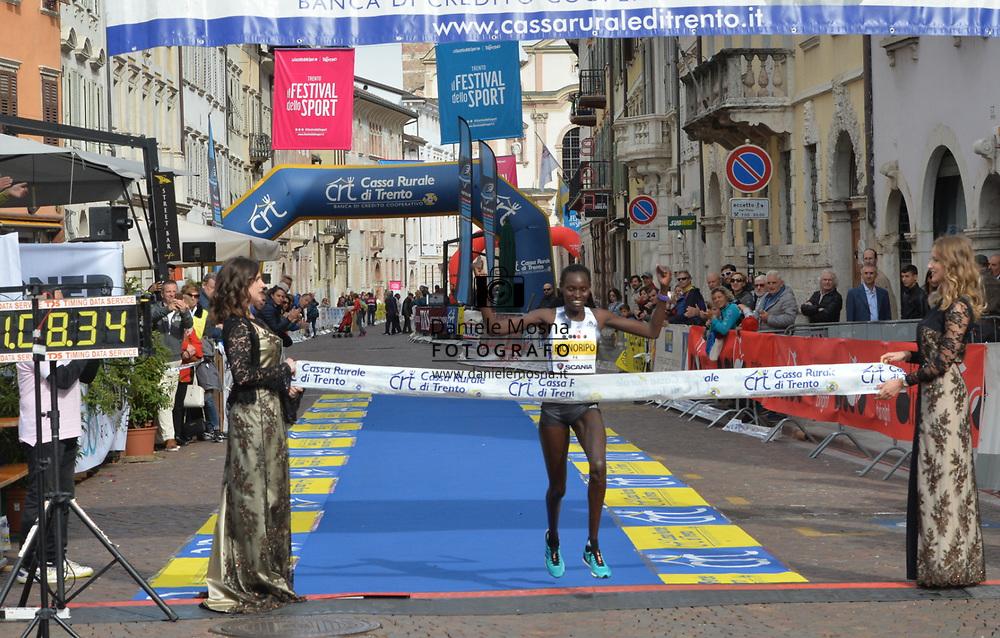 9ª Semi Maratona di Trento Half Marathon - 6 ottobre 2019 –  Corsa su strada internazionale -  06.10.2019, Trento, Trentino, Italia. Arrivo donne, <br /> © Daniele Mosna WWW.DANIELEMOSNA.IT