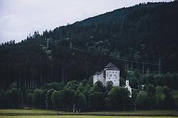 THEMENBILD - ein Paar spaziert auf einem Weg unterhalb der Burg Kaprun und der Jakobskapelle, aufgenommen am 20. Mai 2020 in Kaprun, Österreich // a couple walks on a path below the Kaprun Castle with the Jakobskapelle, Kaprun, Austria on 2020/05/20. EXPA Pictures © 2020, PhotoCredit: EXPA/ JFK