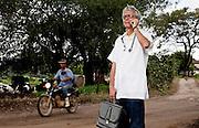 Sete Lagoas_MG, Brasil...Programa Minas Comunica. Na foto, medico falando ao celular no interior de Minas Gerais...Minas Comunica project. In this photo a doctor talking with a cell phone in rural area in Minas Gerais...Foto: LEO DRUMOND / NITRO