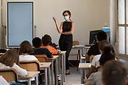 Roma, 14.09.20. Bancos individuales en el primer día de clases, en el Instituto Daniele Manin de Roma, después del cierre a principios de marzo por la emergencia coronavirus.<br /> Photo: Victor Sokolowicz
