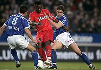 Fotball<br /> Frankrike 2003/04<br /> Strasbourg v Monaco<br /> 12. mai 2004<br /> Foto: Digitalsport<br /> NORWAY ONLY<br /> <br /> SHABANI NONDA (MON) / PASCAL CAMADINI / JEAN CHRISTOPHE DEVAUX (STR)