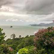 THA/Koh Chang/20180724 - Vakantie Thailand 2018, uitzicht vanuit hotel Sea View resort naar de baai