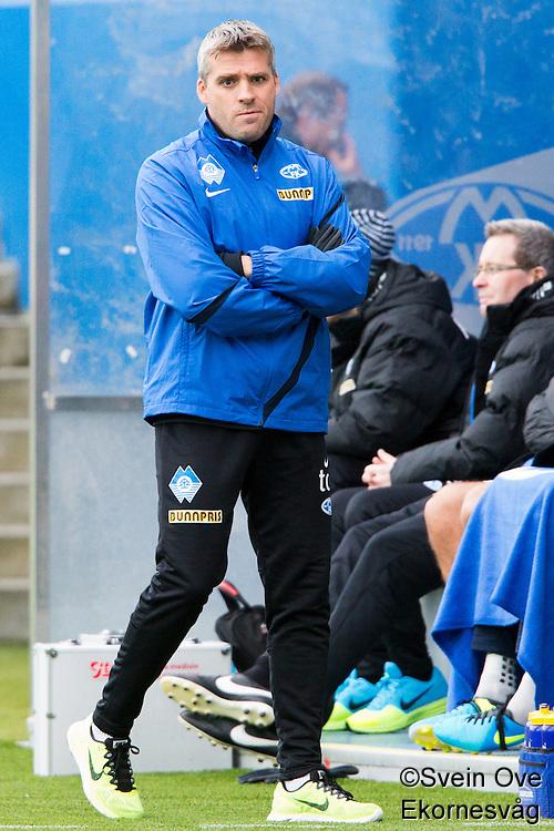 Treningskamp fotball 2014: Molde - Aalesund.  Moldes trener Tor Ole Skullerud i treningskampen mellom Molde og Aalesund på Aker stadion.