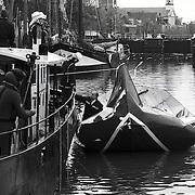 NLD/Muiden/19910506 - Ontploffing op boot in haven Muiden, een dode