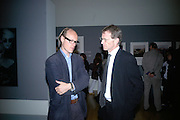 Will Gomgertz and Nicholas Serota, How We Are- Photographing Britian. Opening at the Tate. Millbank. 21 May 2007.  -DO NOT ARCHIVE-© Copyright Photograph by Dafydd Jones. 248 Clapham Rd. London SW9 0PZ. Tel 0207 820 0771. www.dafjones.com.