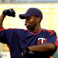 24 August 2007:  Minnesota Twins center fielder Torii Hunter (48) flexes after taking batting practice prior to the game against the Baltimore Orioles.  Hunter hit a two-run home run in the 9th inning as the Twins defeated the Orioles 7-4 at Camden Yards in Baltimore, MD.   ****For Editorial Use Only****