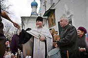 Moscow, Russia, 10/04/2004.&#xD;Russian Orthodox Easter celebrations at the Church of Peter and Paul in central Moscow. Father Vasily blesses churchgoers and food they have brought.&#xD;<br />