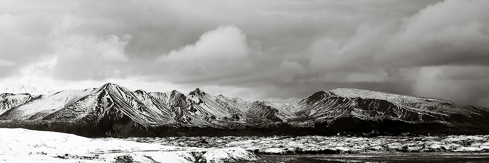 A fresh layer of snow covers the hills in Denali National Park. © John McBrayer