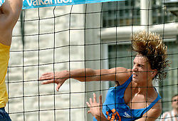 18-06-2006 VOLLEYBAL: CITY BEACH TOUR: GOUDA<br /> De finales van de City Beach! Tour stond dit weekend op de markt van Gouda / Jorne Huiskamp<br /> ©2006-WWW.FOTOHOOGENDOORN.NL