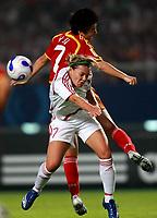 Fotball<br /> VM kvinner 2007<br /> 12.09.2007<br /> Danmark v Kina<br /> Foto: imago/Digitalsport<br /> NORWAY ONLY<br /> <br /> Cathrine Paaske Sörensen (Dänemark, vorn) gegen Bi Yan (Chin