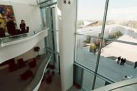02 MAY 2001, BERLIN/GERMANY:<br /> Skylobby im Leitungsgebaeude des Bundeskanzleramtes mit Blick auf den noch unbegruenten Kanzlergarten am Tag der Einweihung des neuen Bundeskanzleramtes<br /> IMAGE: 20010502-01/03-26<br /> KEYWORDS: Kanzleramt, Neubau