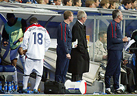 Fotball<br /> Privatlandskamp<br /> Spania v England<br /> 17. november 2004<br /> Foto: Digitalsport<br /> NORWAY ONLY<br /> England's Shaun Wright-Phillips (l) pulls up his shorts, next to the England coaching staff of Steve McLaren, Sven Goran Eriksson and Ray Clemence, and prepares to be substituted onto the field