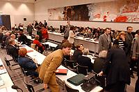 17 MAR 2003, BERLIN/GERMANY:<br /> Uebersicht Sitzungssaal, vor Beginn der SPD Fraktionssitzung, Deutscher Bundestag<br /> IMAGE: 20030317-04-013<br /> KEYWORDS: Sitzung, Fraktion, Übersicht