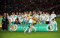 DFB-Pokalsieger Werder Bremen, Torsten Frings mit Pokal<br /> DFB-Pokal Finale Bayer 04 Leverkusen - Werder Bremen 0:1<br /> <br /> Norway only