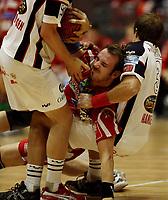 Håndball - 30 desember  2006 , <br /> Oslo Spektrum , NM finale menn ,    <br /> Haugaland  v  Sandefjord TIF<br />  <br /> Foto:Dagfinn Limoseth - Digitalsport<br /> <br /> Ronnie Smedvik , Haugaland blir holdt godt fast