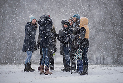 © Licensed to London News Pictures. 24/01/2021. London, UK. People gather in heavy Snowfall on Hampstead Heath in Hampstead in north London. Parts of the UK continue to suffer from flooding caused by Storm Christoph. Photo credit: Ben Cawthra/LNP