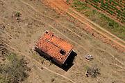 Pouso Alegre_MG, Brasil...Imagem aerea de uma casa abandonada em Pouso Alegre...The aerial view of abandoned house in Pouso Alegre...FOTO: LEO DRUMOND /  NITRO