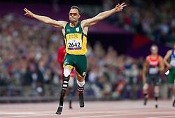 08-09-2012 ATLETIEK: PARALYMPISCHE SPELEN 2012: LONDEN<br /> Oscar Pistorius of South Africa winning the Mens 400m - T44 Final<br /> ***NETHERLANDS ONLY***<br /> ©2012-FotoHoogendoorn.nl