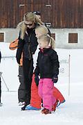 Fotosessie met de koninklijke familie in Lech /// Photoshoot with the Dutch royal family in Lech .<br /> <br /> Op de foto / On the photo:  Prinses Mabel met haar kinderen Luana en Zaria ///// Prinsess Mabel with her kids Luana en Zaria