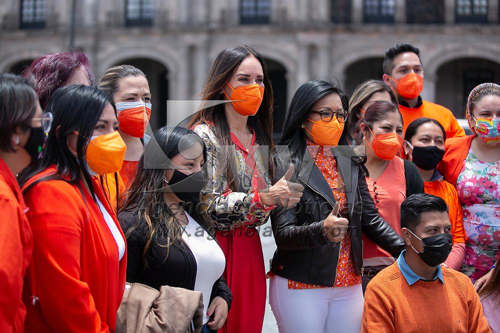Toluca, México.- Mujeres conmemoran el dia naranja en la plaza de los martires, estuvo presente la Dra. Isabel Sanchez Olguin, secretaria de la mujer. Agencia MVT / Jonathan Mondragón
